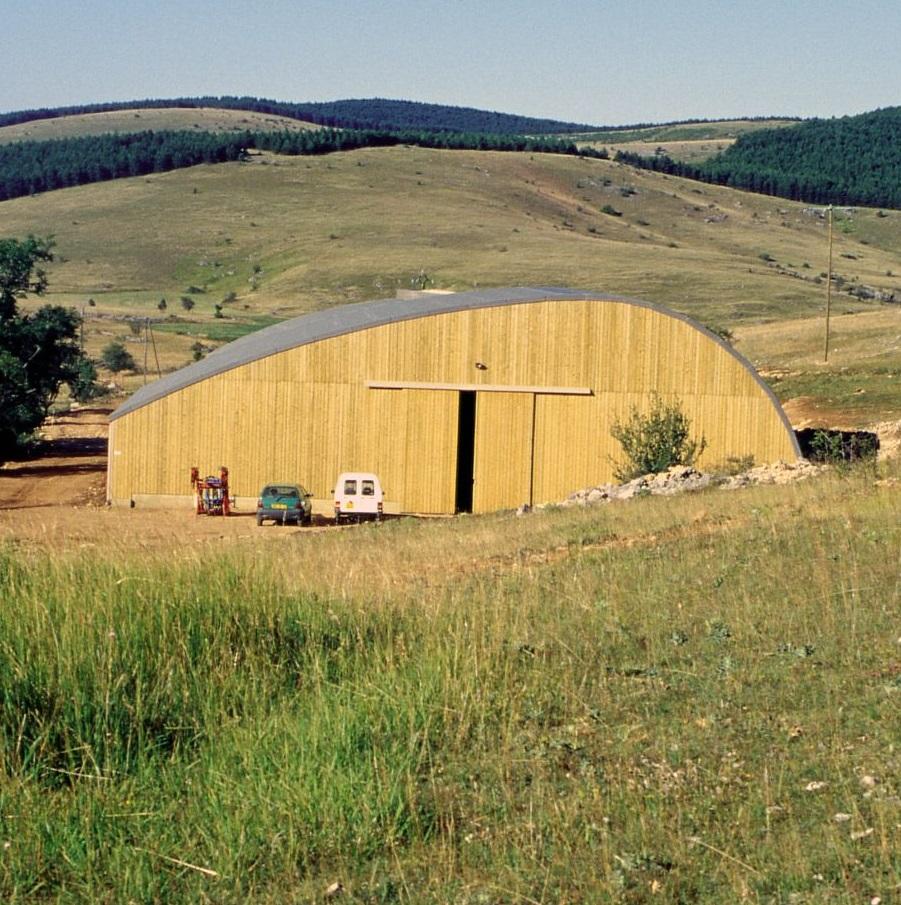 Bâtiment agricole à La Fichade (commune de Vébron) sur le causse Méjean © Guy Grégoire