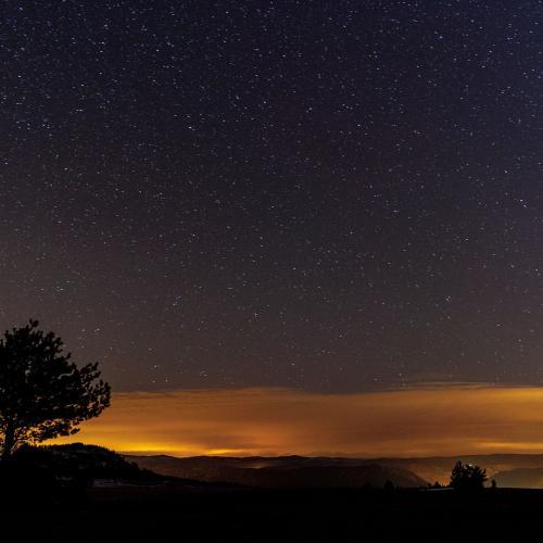 Ciel étoilé sur le lac de Barrandon. Crédit : Bruno Daversin - PnC