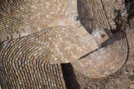 Toiture en lauze calcaire sur le causse Méjean © Matthieu Dollfus PNC